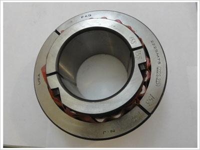 调心滚子轴承内孔有圆柱形和圆锥形两种.